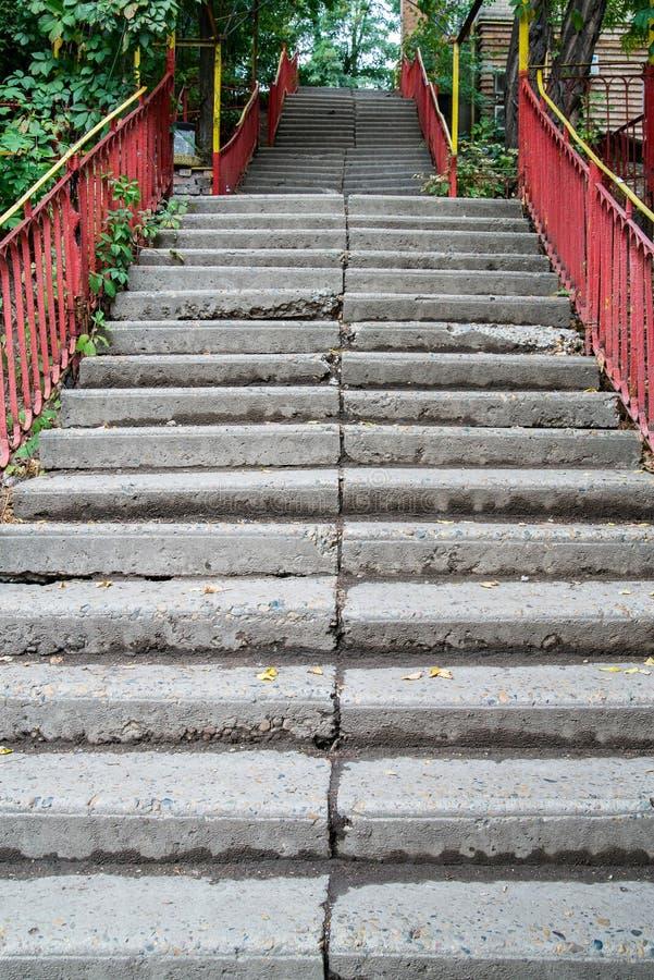 escaliers Abrégez les opérations Escaliers dans la ville Escaliers de granit Escalier en pierre souvent vu sur des monuments et d image libre de droits