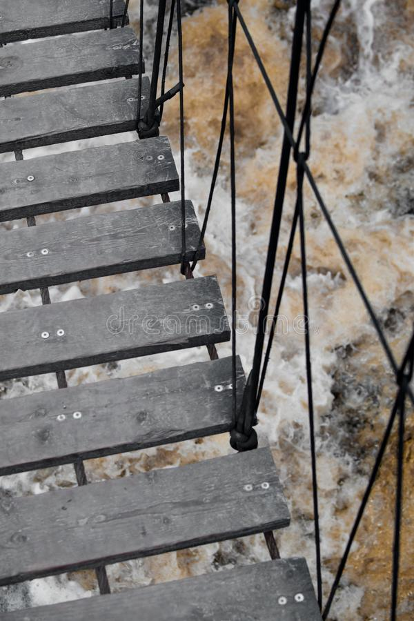 Escaliers au-dessus de la cascade photos libres de droits