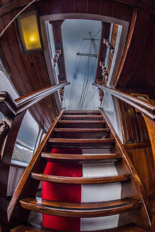 Escaliers au pont supérieur images stock