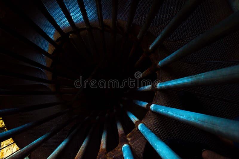 Escaliers bleus à l'inconnu image libre de droits