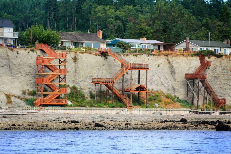 Escaliers complexes à la plage images libres de droits