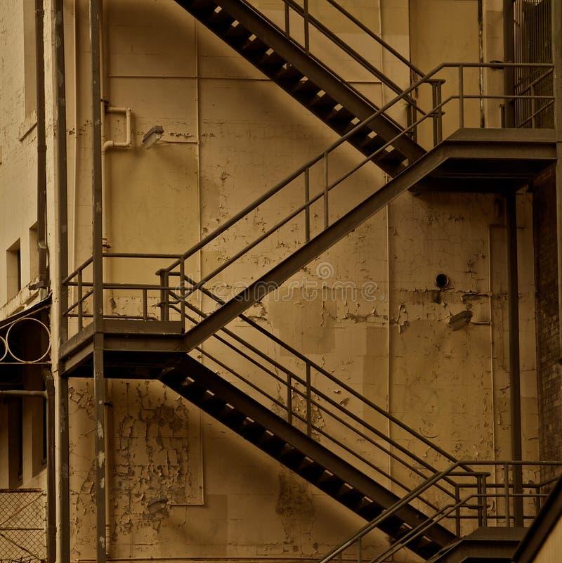 Escaliers d'évasion d'incendie, sépia photos libres de droits