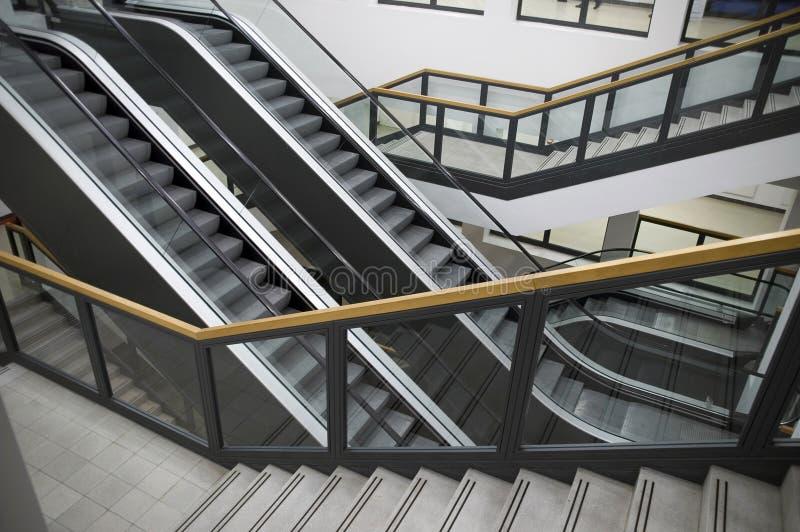 escaliers d'escalators images stock