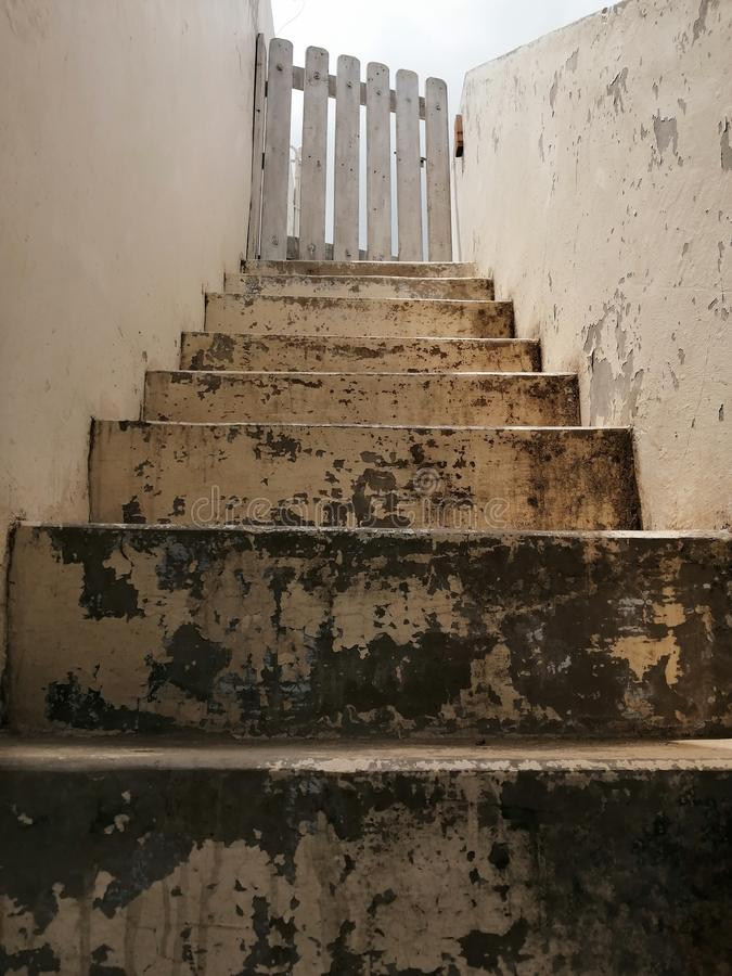 Escaliers d'une vieille maison en Inde images libres de droits