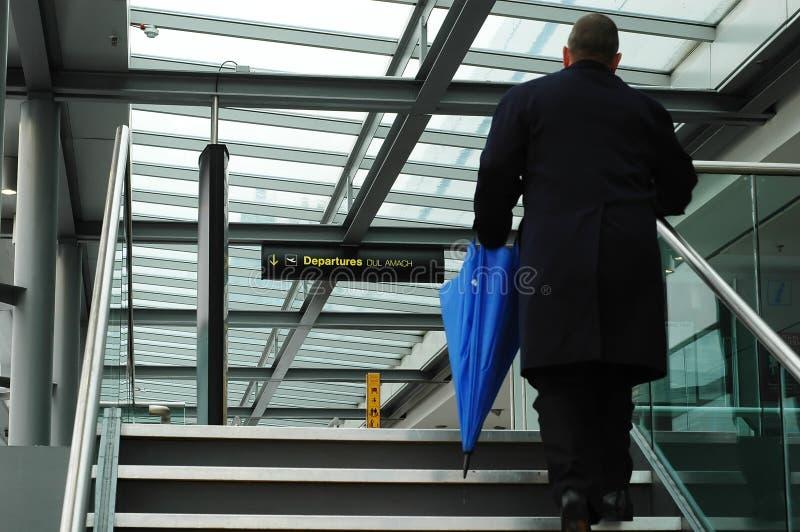 Escaliers dans l'aéroport photographie stock