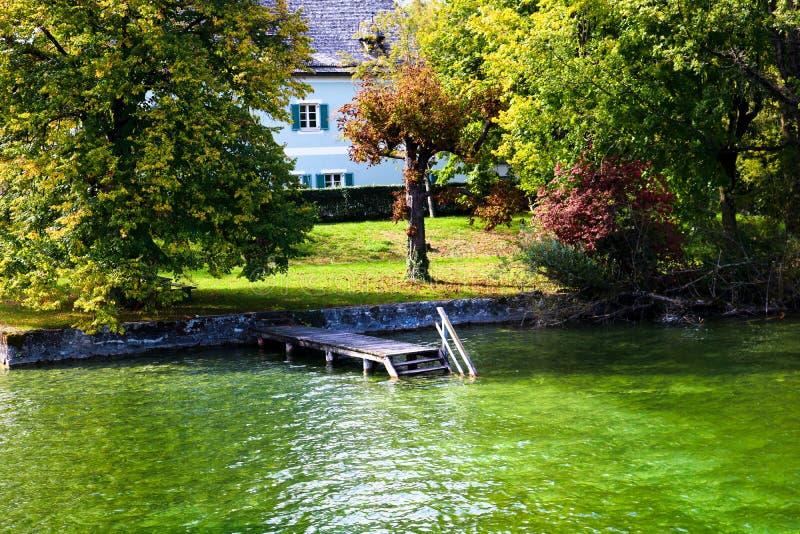 Escaliers dans l'eau ! photo libre de droits