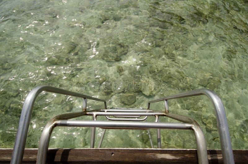 Escaliers dans la mer photographie stock