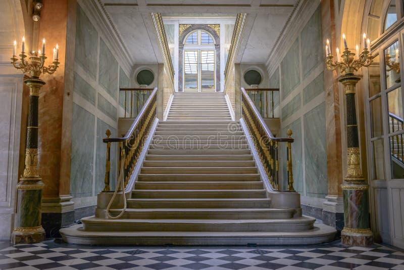Escaliers dans le château De Versailles images libres de droits