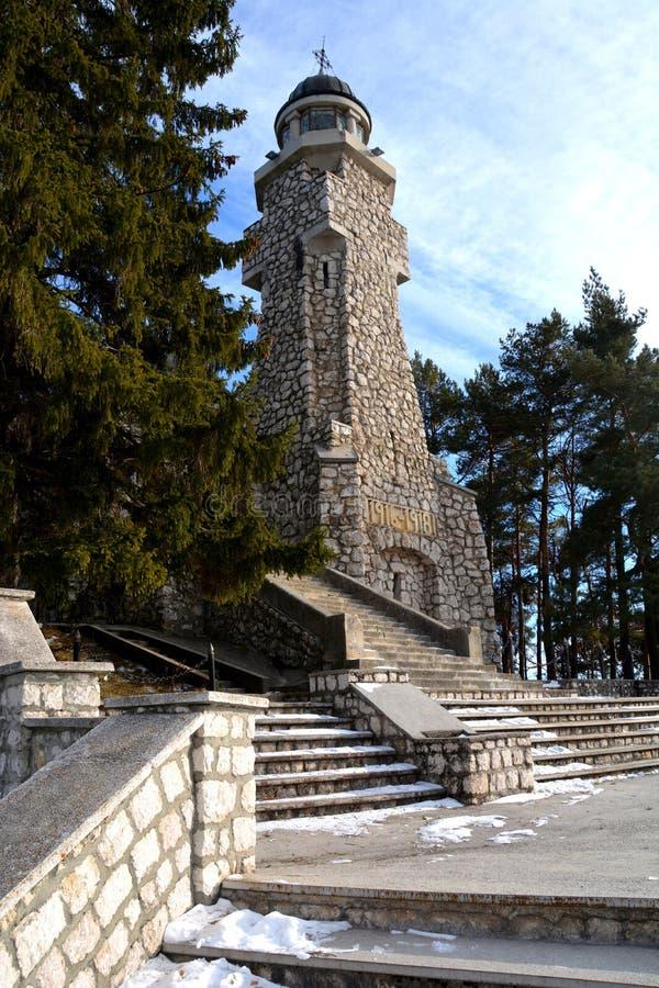 Escaliers dans le mausolée des héros dans Mateias, près de Campulung image libre de droits