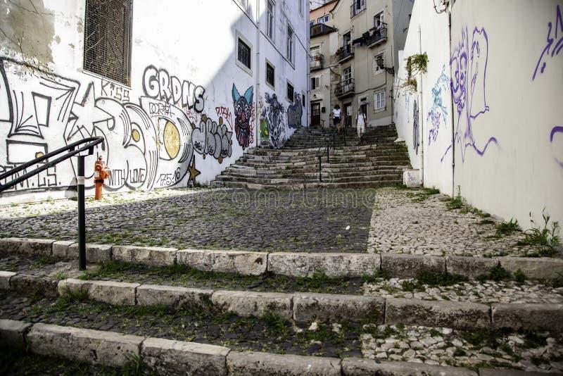 Escaliers dans le secteur d'Alfama, Lisbonne photographie stock libre de droits