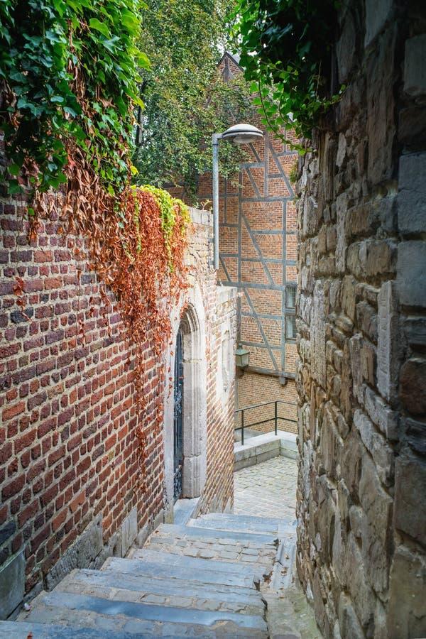 Escaliers dans une vieille ville images libres de droits