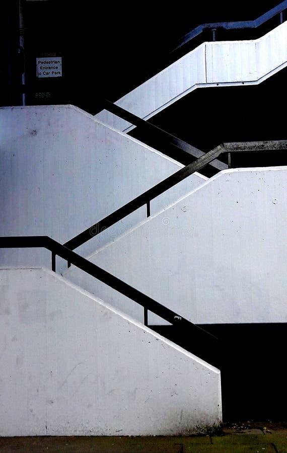 Escaliers de béton de ville photographie stock libre de droits