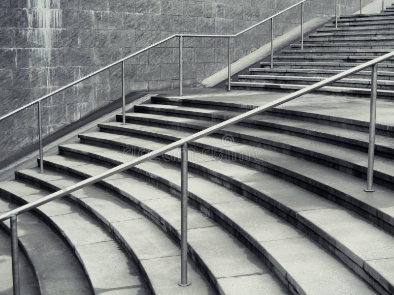 Escaliers de Concreate dans la ville photo stock
