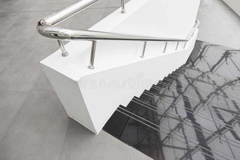Escaliers de marbre noirs photographie stock