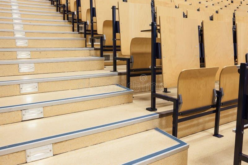 Escaliers de petit morceau d'amphithéâtre image stock