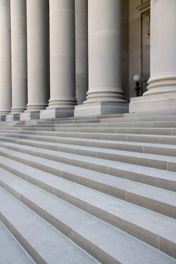 escaliers de piliers image libre de droits