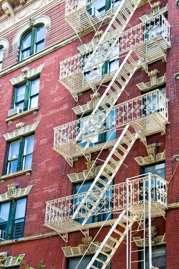 Escaliers de sortie de secours à Manhattan image libre de droits
