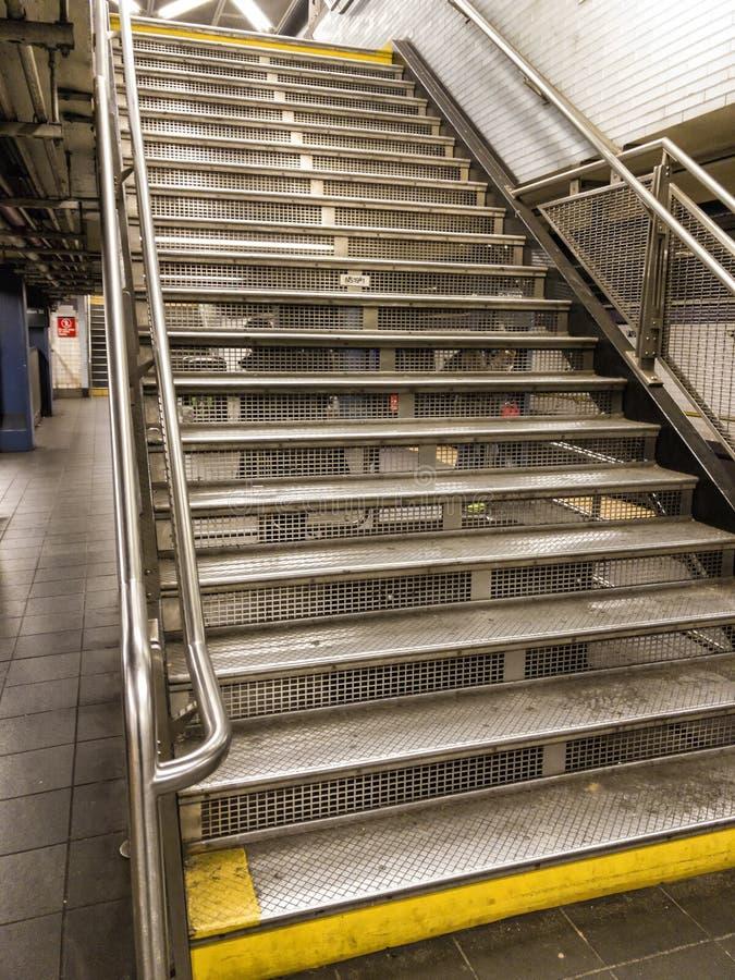 Escaliers de souterrain de New York images libres de droits
