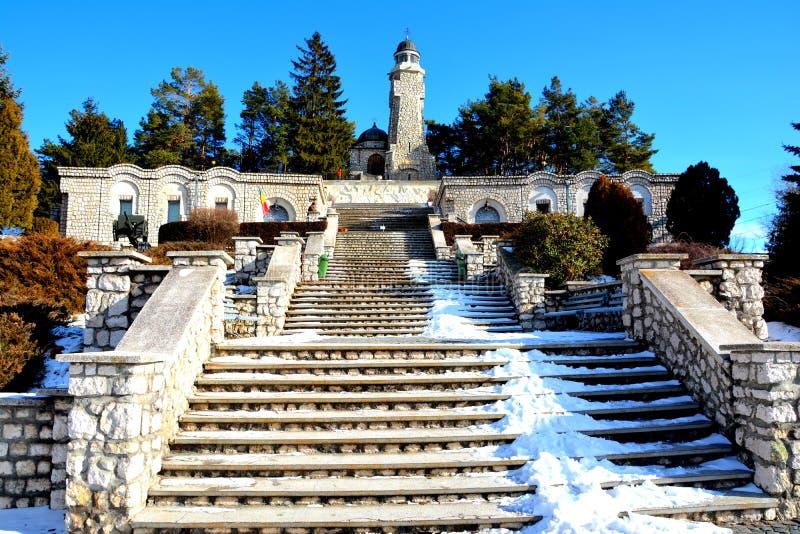 Escaliers du mausolée des héros dans Mateias, près de Campulung images libres de droits