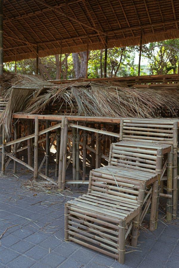 Escaliers en bambou pour l'incinération de masse publique images libres de droits