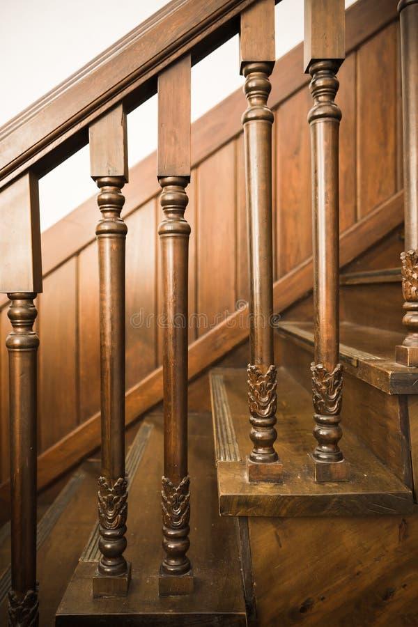 Escaliers en bois antiques image libre de droits