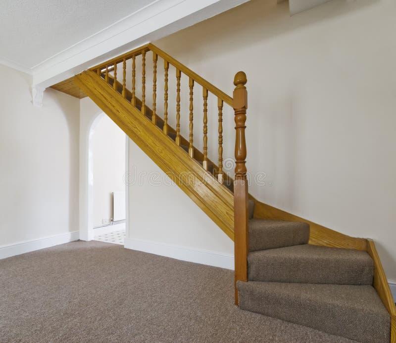 Escaliers en bois classiques images libres de droits