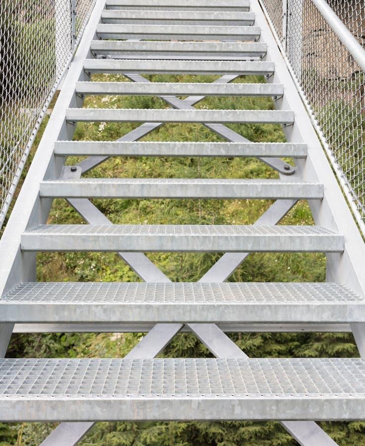 Escaliers en métal - pont image stock