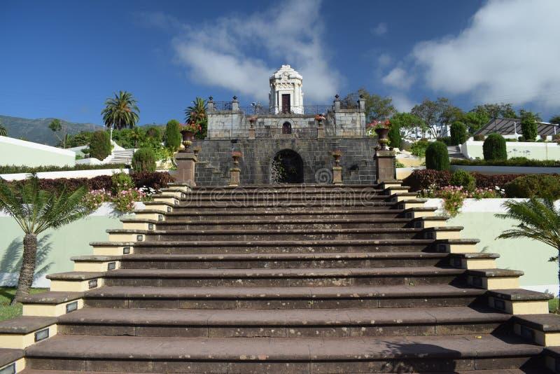 Escaliers en pierre au mausolée photographie stock libre de droits