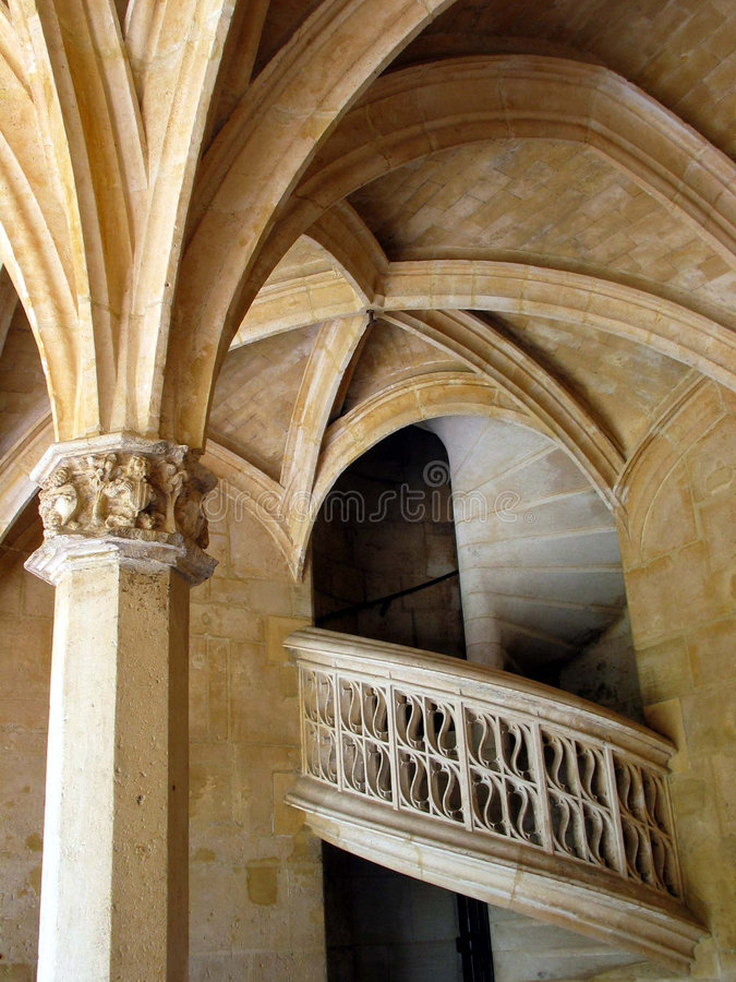 Escaliers en pierre spiralés. Musée de Cluny. Paris. La France. photo stock