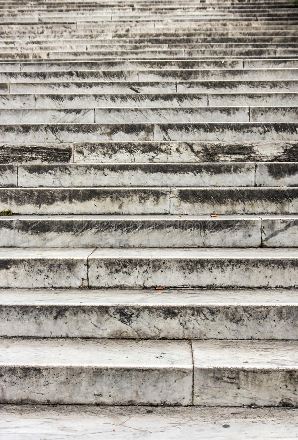 Download Escaliers en pierre vides image stock. Image du vide - 76079303