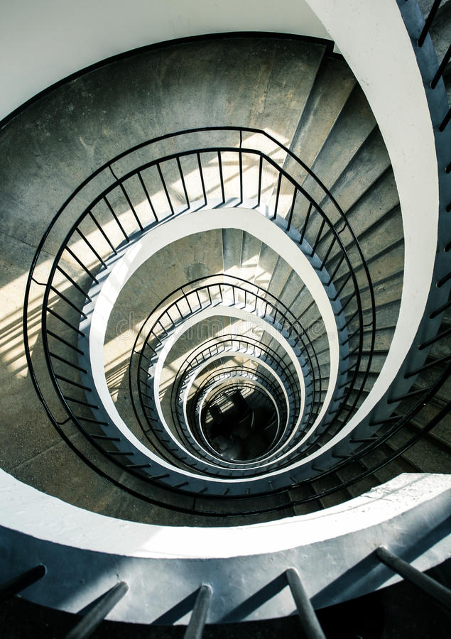 Escaliers en spirale d'en haut image stock