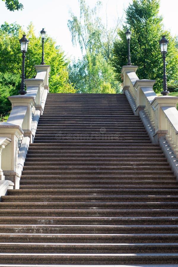 Escaliers en stationnement photos stock