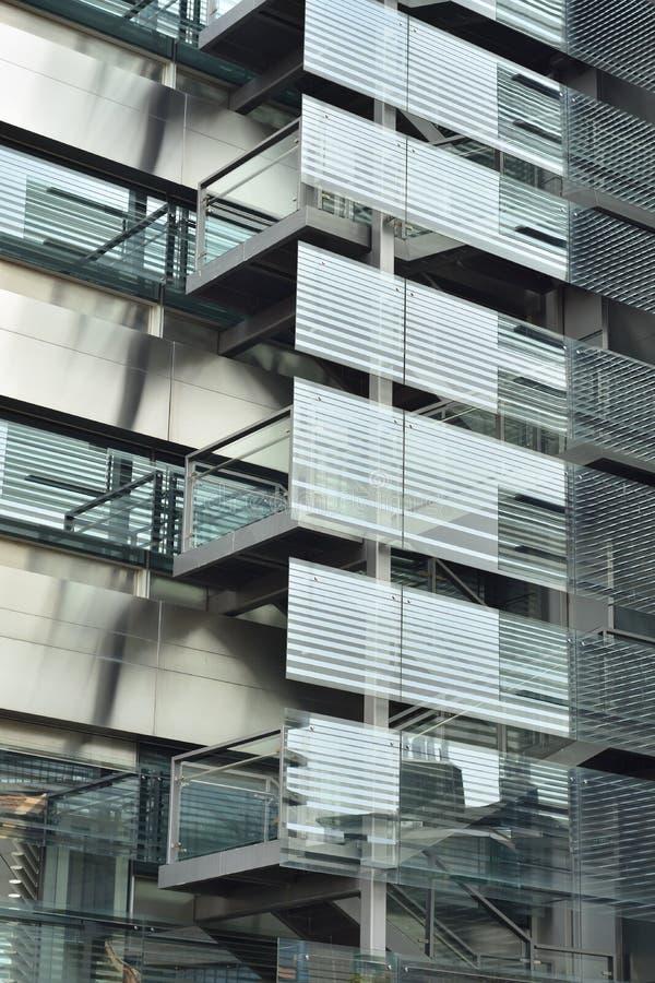 Escaliers extérieurs sur le bâtiment photographie stock libre de droits