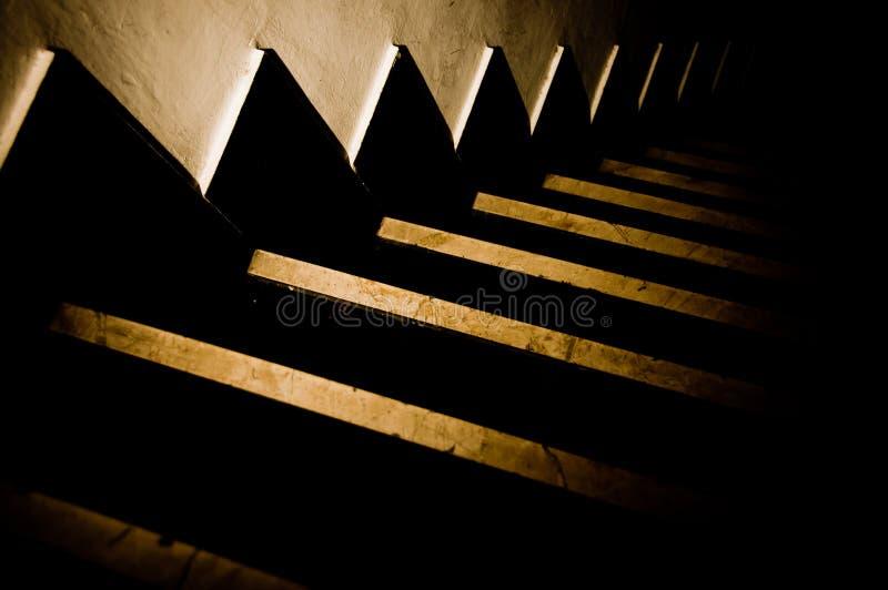 Escaliers foncés 1 images libres de droits