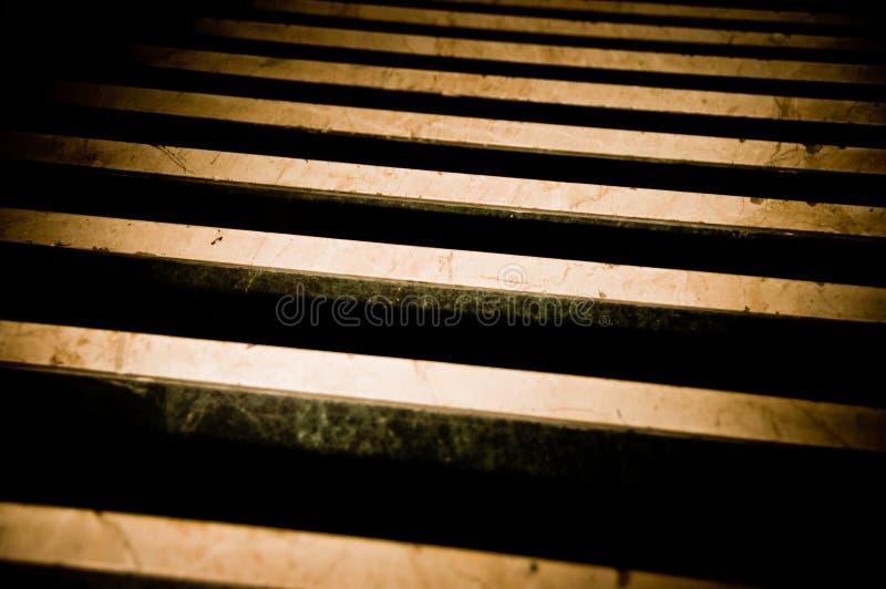 Escaliers foncés 2 images libres de droits