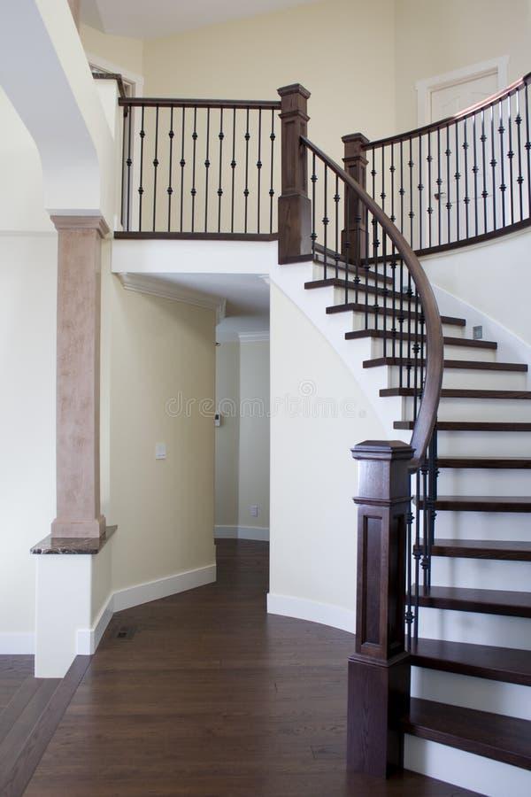 Connu Escaliers intérieurs image stock. Image du intérieur, downstairs  JR47