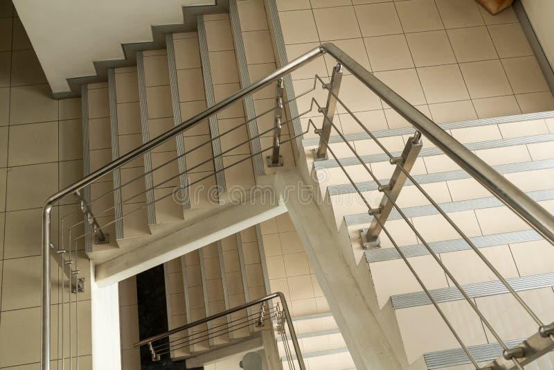 Download Escaliers modernes image stock. Image du conception, étage - 56485321