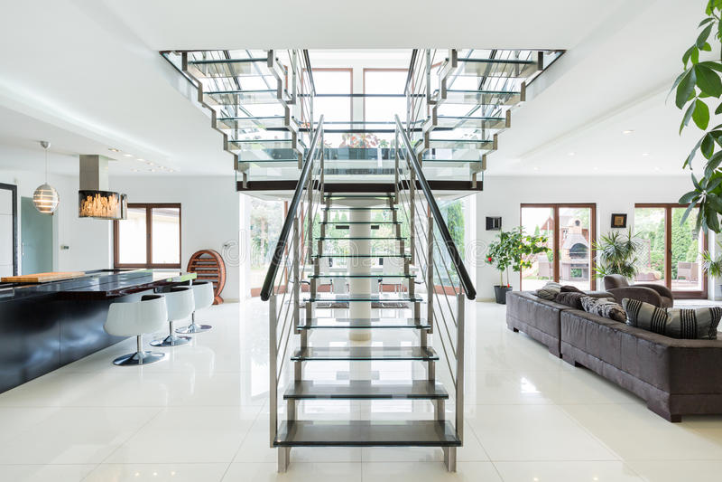 Escaliers Modernes En Appartement De Luxe Image stock - Image du ...