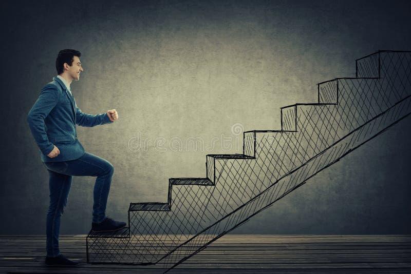 Escaliers s'élevants d'homme d'affaires photos libres de droits