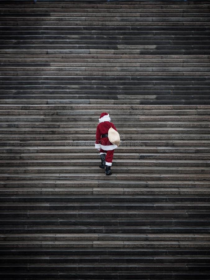 Escaliers s'élevants du père noël images stock