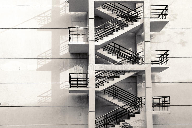 Escaliers sur le mur photo libre de droits
