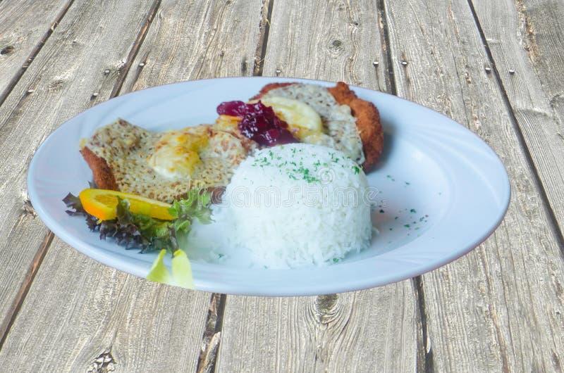 Escalope Гаваи с рисом стоковые фото