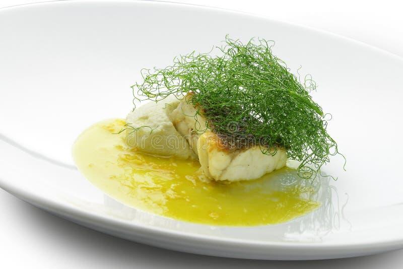 Escalope морского окуня с пюрем фенхеля в соусе цитруса стоковое фото