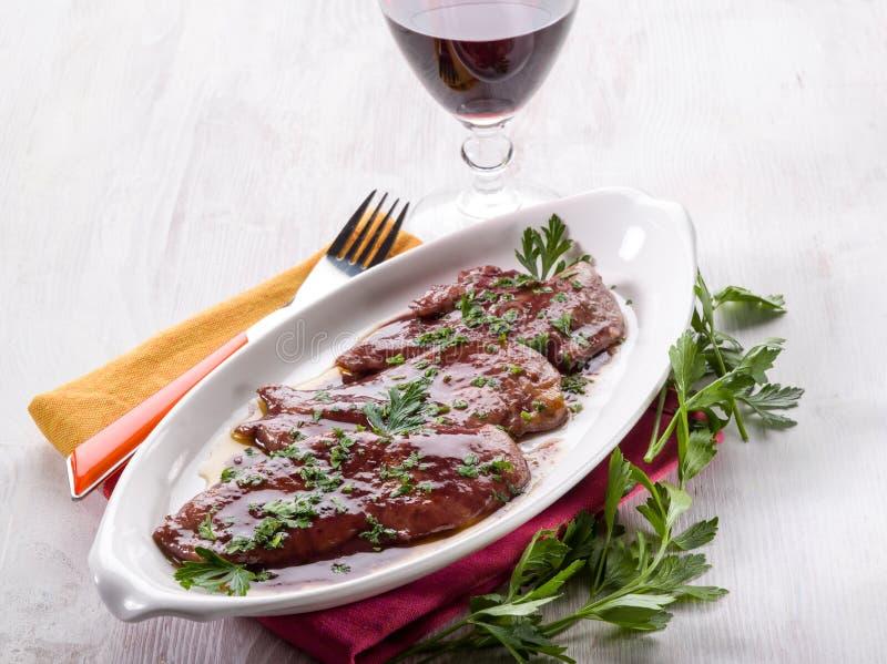 Escalope сваренный с красным вином стоковые фото
