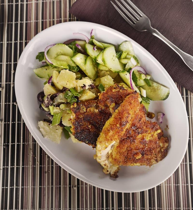 Escalope de veau de poulet avec des légumes image stock