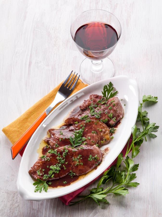 Escalope met rode wijn wordt gekookt die royalty-vrije stock afbeelding