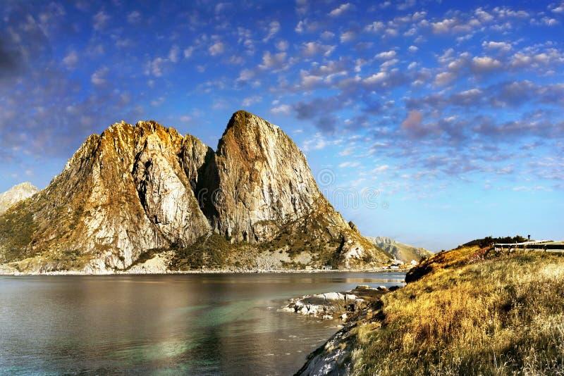 Escandinávia, Noruega, paisagem áspera nórdica, ilhas de Lofoten fotografia de stock royalty free