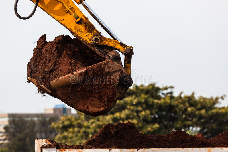 Escaninho de Bucket Sand Truck da máquina escavadora foto de stock royalty free