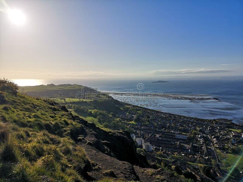 Escaninho de Burntisland com vistas do River Forth foto de stock royalty free