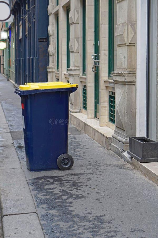 Escaninho de lixo fotos de stock